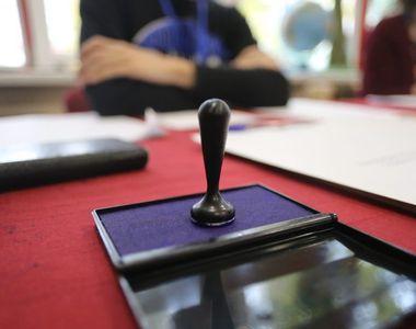 Alegeri parlamentare 2020 - S-au deschis secţiile de votare. Românii îşi aleg senatorii...
