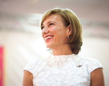 Cum a apărut Carmen Iohannis la votul pentru Alegerile Parlamentare. Prima doamnă a...