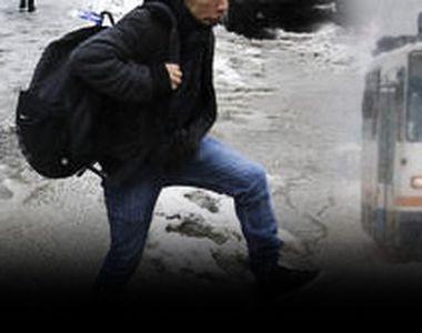 VIDEO - Slalom printre bălți în Capitală de la prima ninsoare, ca de obicei