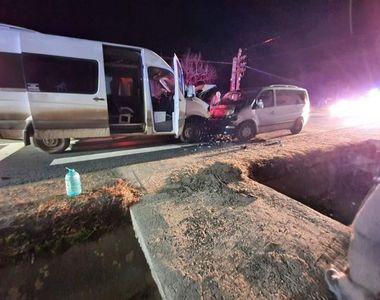 Accident grav. 10 victime, dintre care trei copii, după ce două microbuze s-au ciocnit...