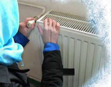 VIDEO - Afară e frig, dar în unele apartamente țevile sunt încă bocnă