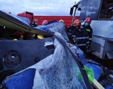 VIDEO - Accident cumplit în Iași. Șoferul uneia dintre mașini a murit