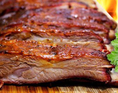 Marinadă pentru friptura de porc. Cât trebuie lăsată la macerat