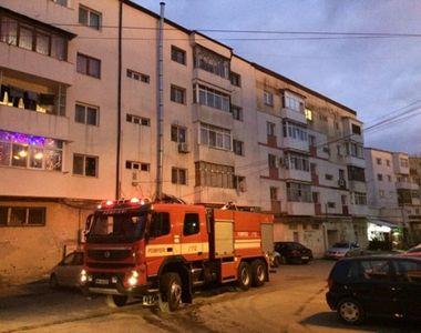 Incendiu puternic în România. 23 de persoane au fost evacuate
