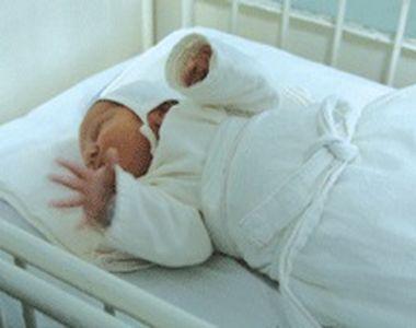 VIDEO - Bebelușul abandonat de mamă în frig își va găsi părinți