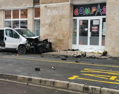 VIDEO -Chiar de Crăciun, doi tineri au fost uciși pe trotuar de o dubă