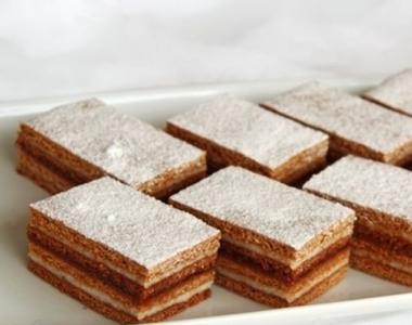 Rețetă dulce și gustoasă pentru masa de Revelion: prăjitura cu foi cu miere Albinița