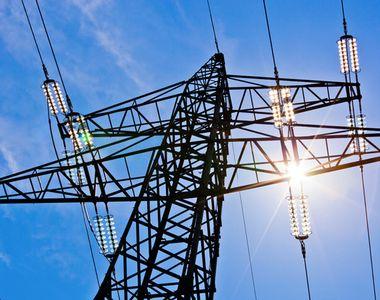 ANRE: Clienţii casnici au dreptul să îşi schimbe furnizorul de energie electrică pe tot...