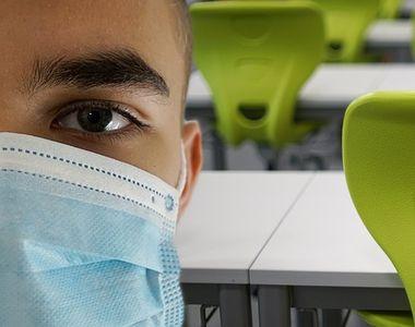 Italia prelungeşte restricţiile împotriva covid-19 şi amână reluarea cursurilor în licee