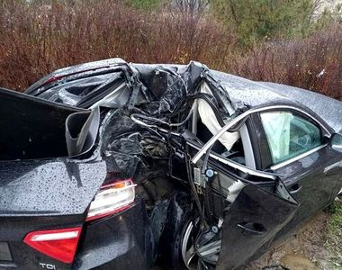 Accident grav în care a fost implicată o mașină cu volan pe dreapta