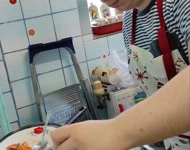 Povestea emoționantă a lui Gabriel. Tânărul vinde dulceață ca să-și poată cumpăra...
