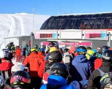 VIDEO - Aglomerație uriașă pe pârtiile de schi