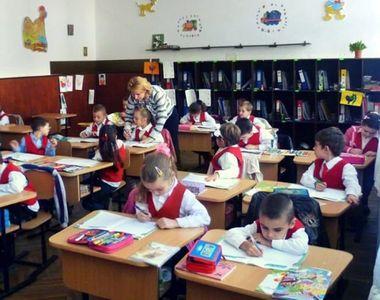 Când se redeschid școlile în februarie 2021: Începe semestrul 2 cu toţi elevii în...