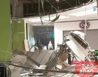 VIDEO - Tavanul de la mall a căzut subit după ce a fost reparat recent