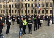 """Proteste în faţa Ministerului Muncii faţă de """"îngheţarea"""" salariilor şi a pensiilor"""