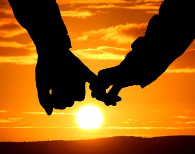 """Cele mai frumoase mesaje de dragoste scrise de Mihai Eminescu: """"Spuneţi-mi despre dânsa..."""