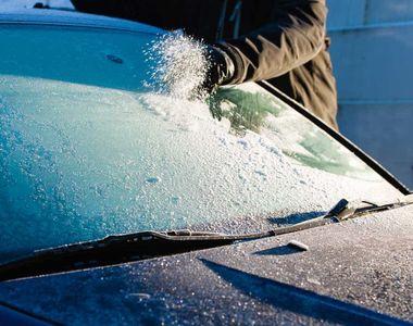 Cum se dezgheaţă şi dezaburesc mai repede geamurile mașinii. Urmează zile geroase