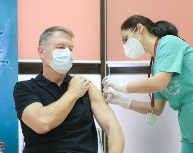"Klaus Iohannis s-a vaccinat anti-COVID la Spitalul Militar ""Carol Davila"":..."