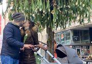 """Nicu Bocancea a """"plantat"""" copacul cu 600 de lalele în mijlocul Bucureștiului  pentru un An Nou nou cu noroc"""