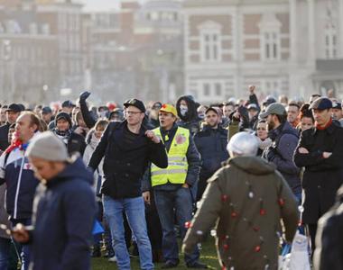 Mii de oameni la o manifestaţie anti-lockdown la Amsterdam