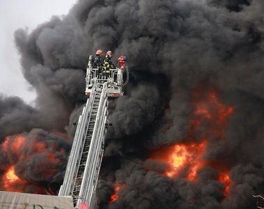 Incendiu de proporții uriașe în Buzău! A fost trimis mesaj Ro-Alert