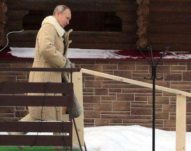 Vladimir Putin, baie în apa înghețată de Bobotează (VIDEO)