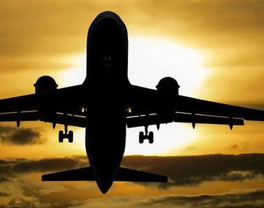 Caz inedit la bordul unui avion. O femeie a fost descoperită cu COVID-19