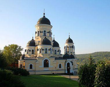 10 mănăstiri din Moldova pe care să le vizitezi pentru liniștea sufletească