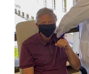 Bill Gates s-a vaccinat împotriva COVID