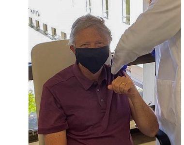 Bill Gates s-a vaccinat împotriva COVID. Mesajul miliardarului