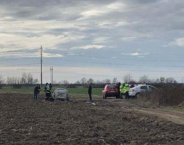 Descoperire macabră: Persoană carbonizată, într-o maşină care luase foc pe un câmp de...