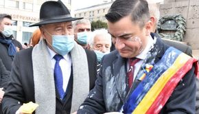 VIDEO - Mihai Chirica, primarul Iașiului, atacat cu iaurt