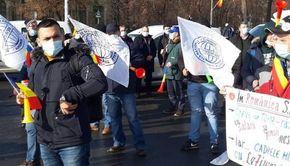 VIDEO - Protest la Guvern: Sindicaliștii CFR cer majorări de salarii şi schimbarea trenurilor învechite