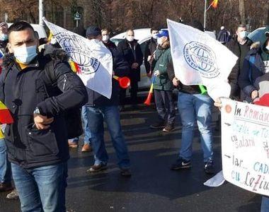 VIDEO - Protest la Guvern: Sindicaliștii CFR cer majorări de salarii şi schimbarea...
