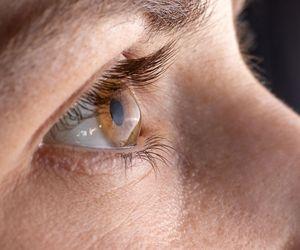 fotofobia simptome covid coronavirus boala coronavirus