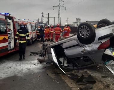 VIDEO - Ambulanța venită la accident, lovită de o altă mașină pe drum