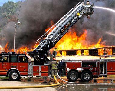 Caz șocant în Vaslui. Un bărbat și-a dat foc la casă de mai multe ori, chiar dacă...