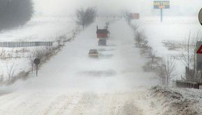 VIDEO -Vine iarna cu zăpadă și viscol.Meteorologii au emis avertizarea