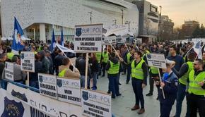 Nou protest al poliţiştilor în faţa MAI şi a mai multor prefecturi din ţară