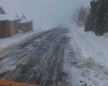 Maşini blocate pe drumurile din judeţul Ialomiţa