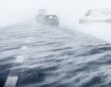 Viscolul face ravagii în țară. 200 de autovehicule cu 439 de persoane la bord, blocate...