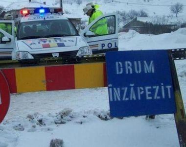 Drumuri închise din cauza zăpezii. Mai multe mașini au rămas blocate