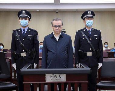 """China l-a executat pe unul dintre cei mai bogați oameni din țară. """"A trăit cu mai multe..."""