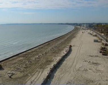 VIDEO - Cu cearșaful pe bucata nouă de plajă