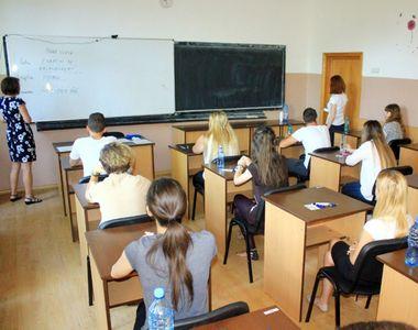 """Firea: """"Au închis haotic şcolile şi vor să le redeschidă la fel de haotic"""""""