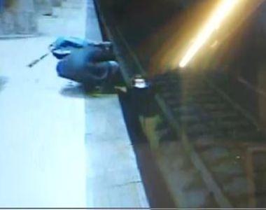 VIDEO - Scenă șocantă la metrou Dristor: O fată, salvată în ultima clipă din fața...