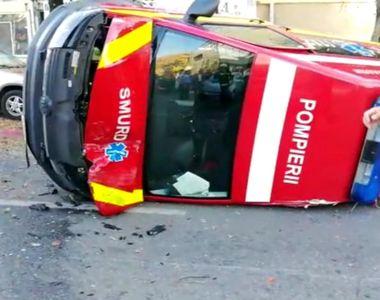 O ambulanță SMURD s-a răsturnat. Accident produs de către o șoferiță