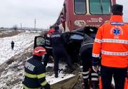 Eveniment tragic: Mașină cu doi tineri strivită de un tren