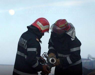 Incendiu puternic la Politehnica București. Au intervenit 10 mașini de pompieri
