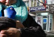 VIDEO - O bătrână a fost lăsată să înghețe de frig în fața spitalului